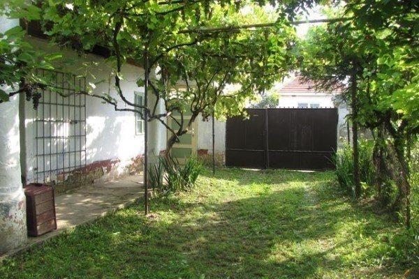 Dvorníky- na predaj 3izb. rodinný dom na 12,05á pozemku - Rodinný dom - Predaj