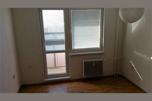 Cukrovarská- predáme garsónku s balkónom o výmere 25m2 - Byt - Predaj