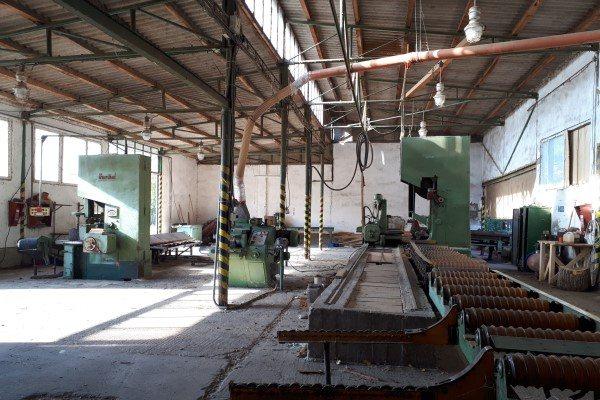 Váhovce- predáme nehnuteľnosti na 45á pozemku vhodné na podnikanie - Výrobná hala - Predaj