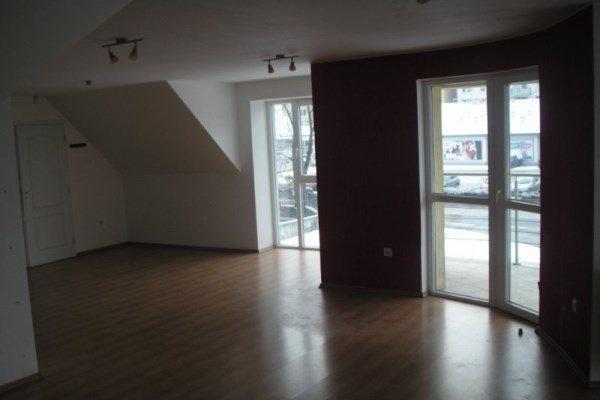 Sereď- atraktívny priestor na prenájom o výmere 70m2 v centre mesta  Sereď,  - Obchodný priestor - Prenájom ponúkajú